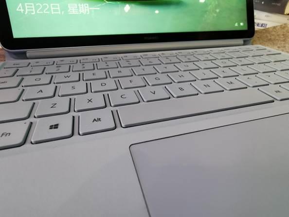 全新HUAWEI MateBook E体验:全连接笔记本化身移动办公新刚需