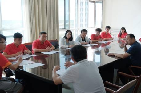 图片包含 人员, 室内, 就坐, 餐桌 描述已自动生成