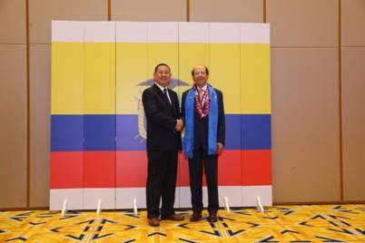 赵立波与厄瓜多尔前总统乌尔塔多