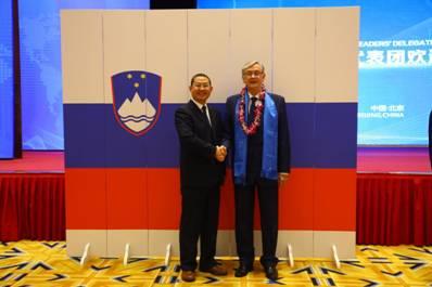 赵立波与斯洛文尼亚前总统图尔克