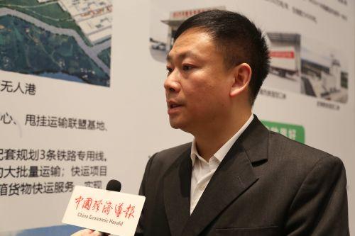 成都市商务局副局长尹建接受中国经济导报记者采访时表示,对成都杭州在电子商务、数字经济领域的合作充满信心。沈贞海 摄